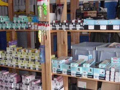 Försäljning av spinnare. Foto Ammeråns Fiskecamp