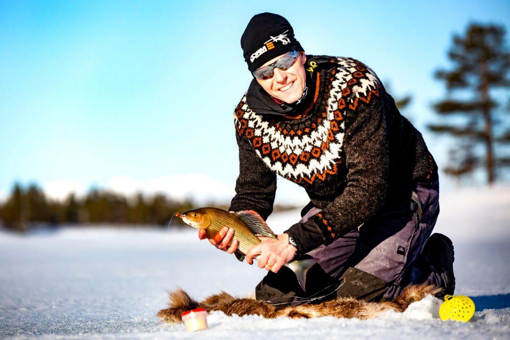 Lyckat pimpelfiske i Tännäs. Foto Anders Lundin